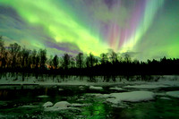 1467 - Northern lights on the river